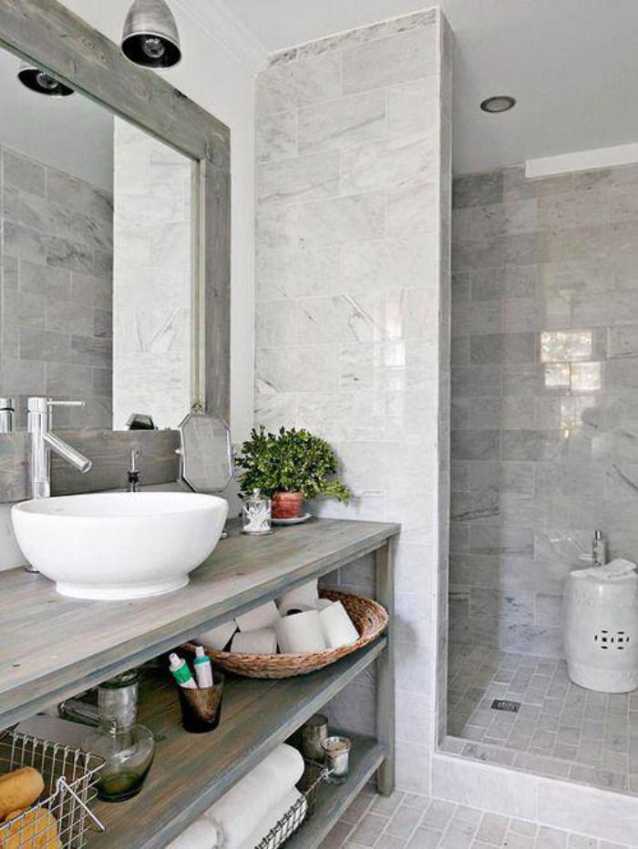 carrelage-gris-brillant-salle-de-bain-chic-a-touche-rustique