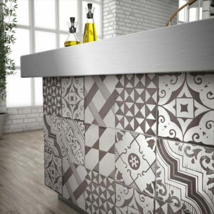 carrelage-patchwork-au-bar-de-cuisine-meuble-bar-original