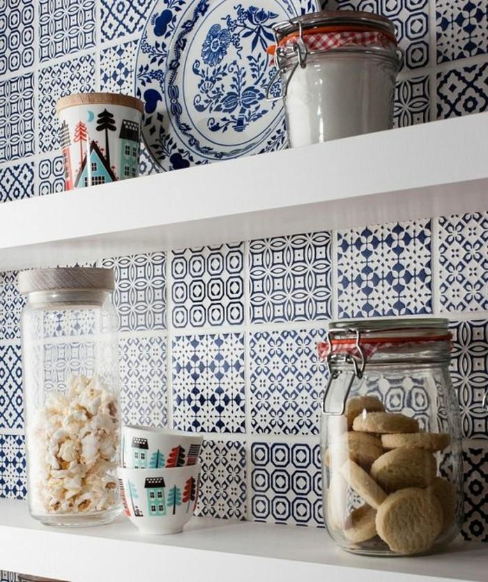 carrelage-patchwork-credence-de-cuisine-jolis-carreaux-bleus