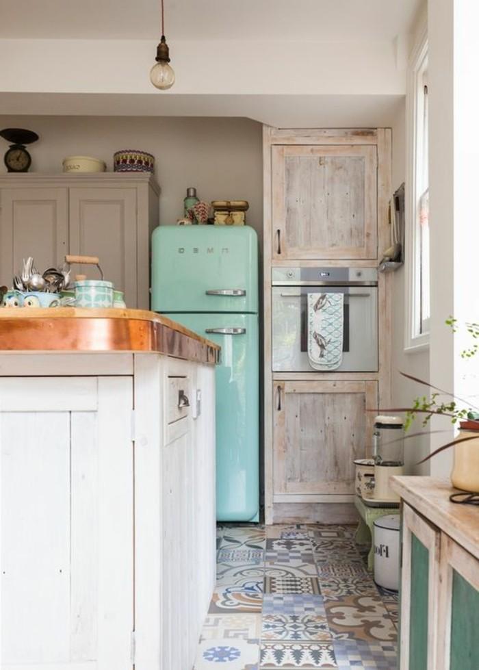carrelage-patchwork-dans-une-cuisine-artistique-contemporaine