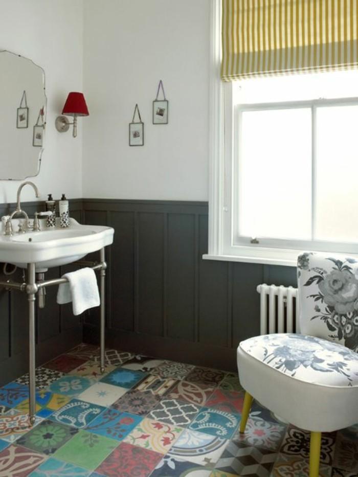 carrelage-patchwork-salle-de-bain-vintage-vasque-blanche-grande-fenetre
