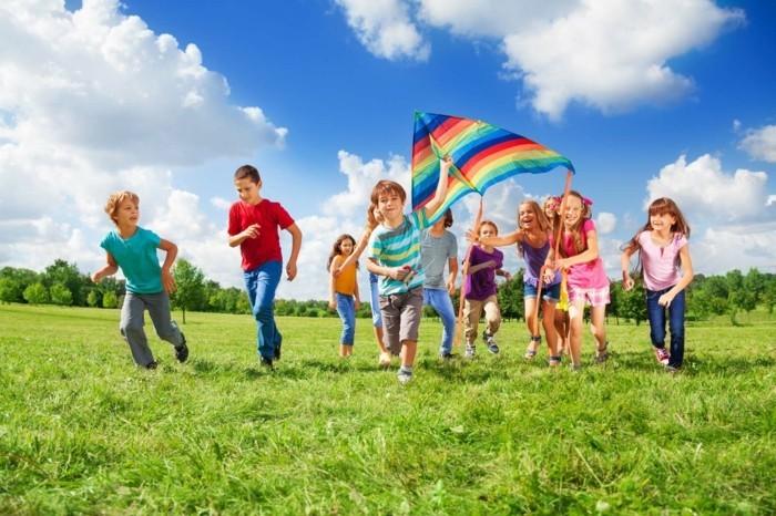 cerf-volant-enfant-modele-de-cerf-volant-multicolore-tous-les-enfants-adore-les-cerfs-volants