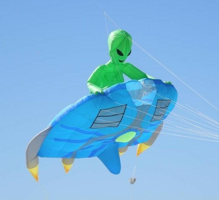 cerf-volant-idee-extremement-originale-cerf-volant-ovni-vie-extreterrestre