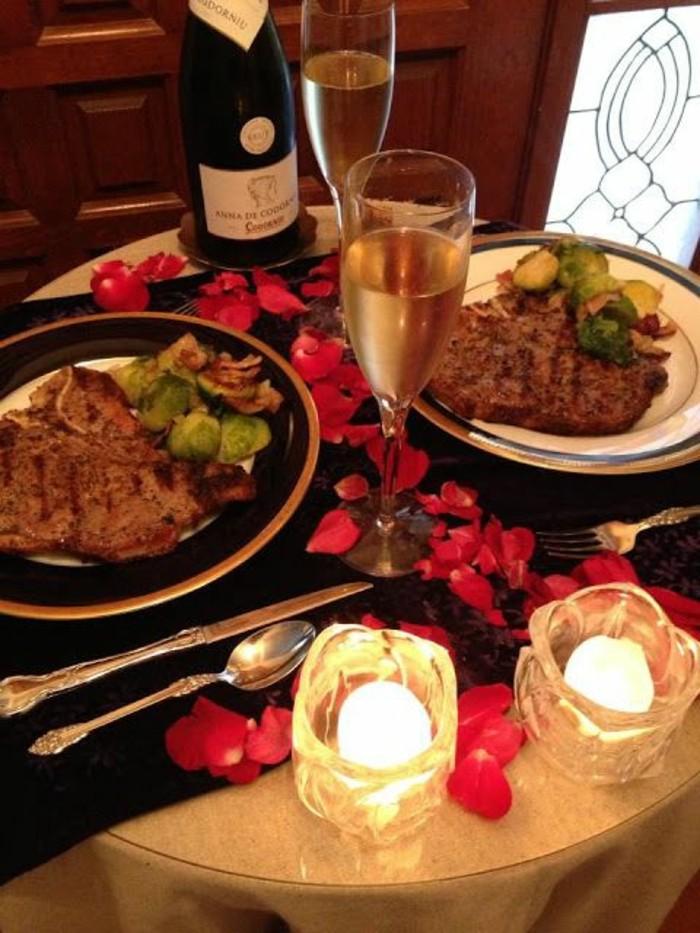 chambre-deco-table-idee-repas-romantique-a-la-maison-bougie-roses