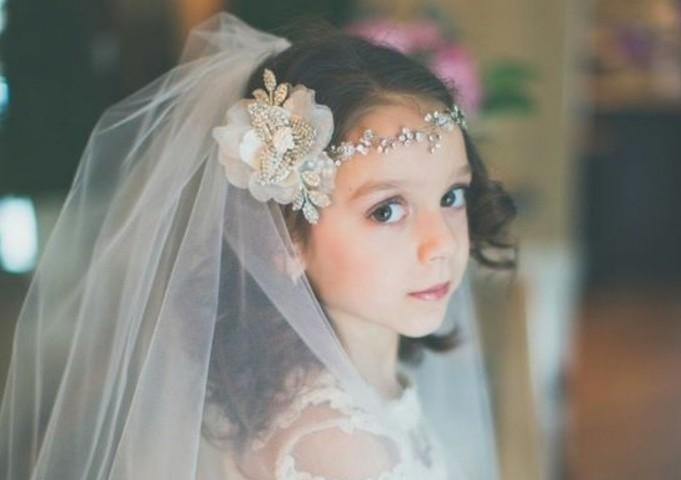 charmant-look-pour-communion-couronne-et-voile-splendides-coiffure-communion-excellente