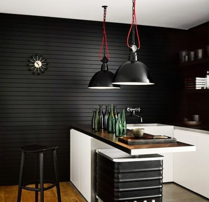charmante-idee-pour-votre-cuisine-industrielle-decor-noir-suspensions-noires-design-extraordinaire-stratifie-et-elements-deco-vintage-industriels