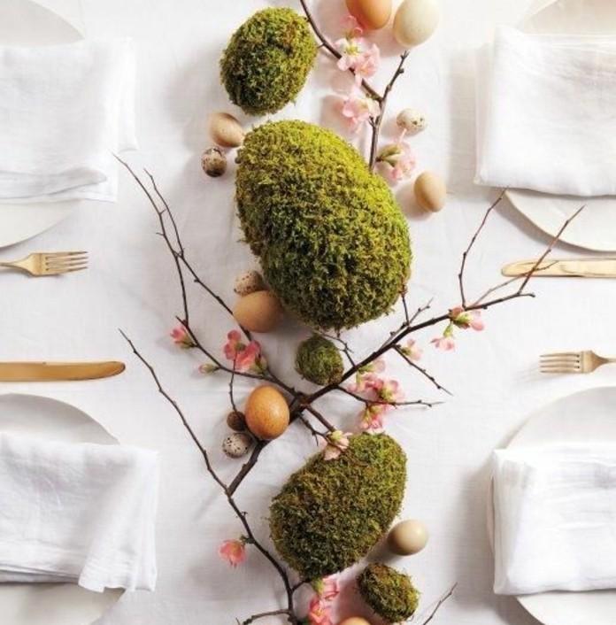 charmante-suggestion-pour-le-centre-de-votre-table-de-paques-deco-d-oeufs-et-de-motifs-floraux