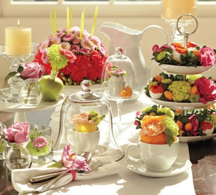 charmante-table-de-paques-arrangement-de-table-tres-esthetique-et-fleurs-extremement-jolies