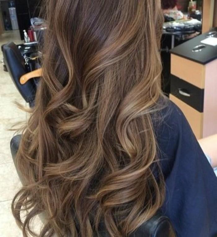 chatain-fonce-couleur-de-cheveux-marron-glace-idee-pour-la-couleur-de-vos-cheveux