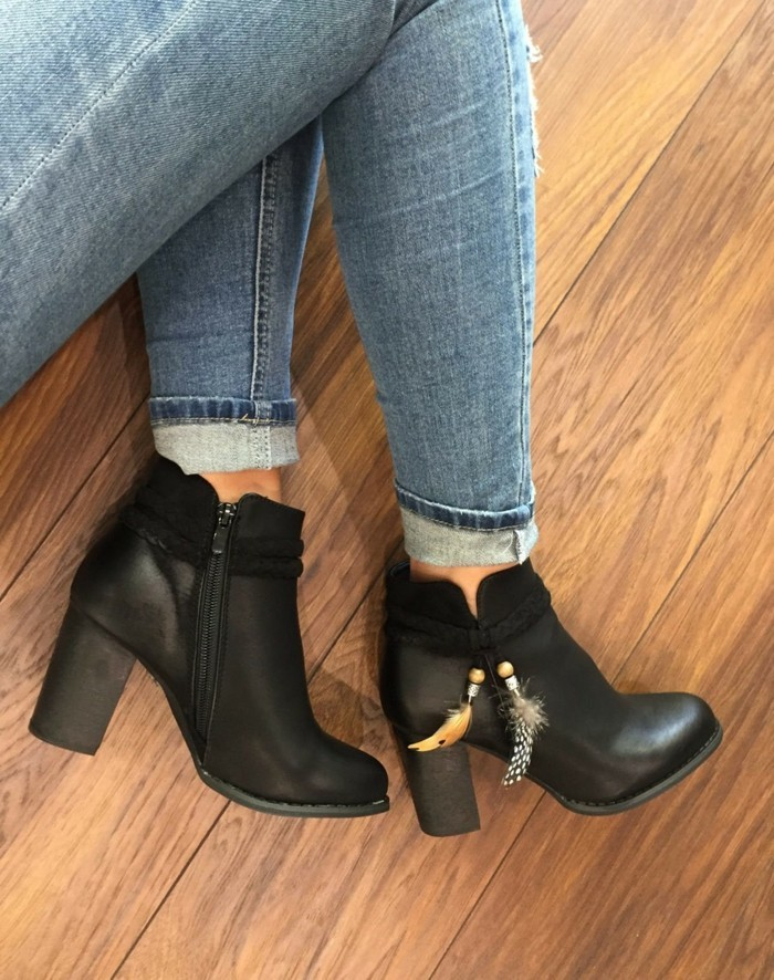 chaussure-a-la-mode-bottine-plate-noir-dernieres-tendance