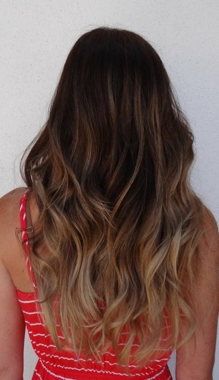 cheveux-chatain-balayage-blond-fonce-couleur-chatain-clair-quelle-coiffure-cheveux