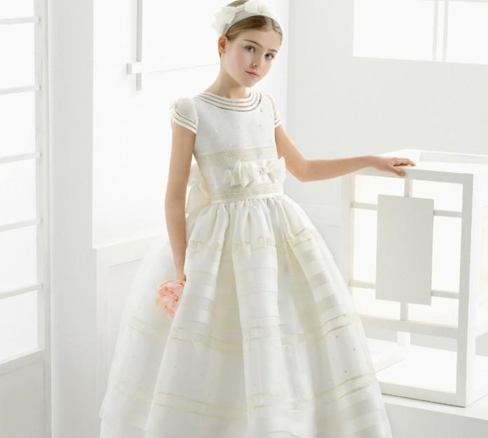 chignon-petite-fille-avec-un-bandeau-de-tete-robe-tres-elegante-look-communion-exceptionnel