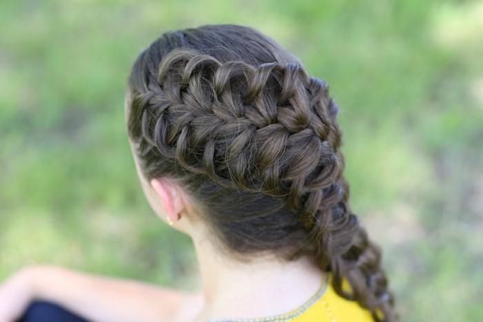 coiffure-avec-tresses-extremement-esthetique-et-tres-sophistique-parfaite-pour-une-occasion-speciale
