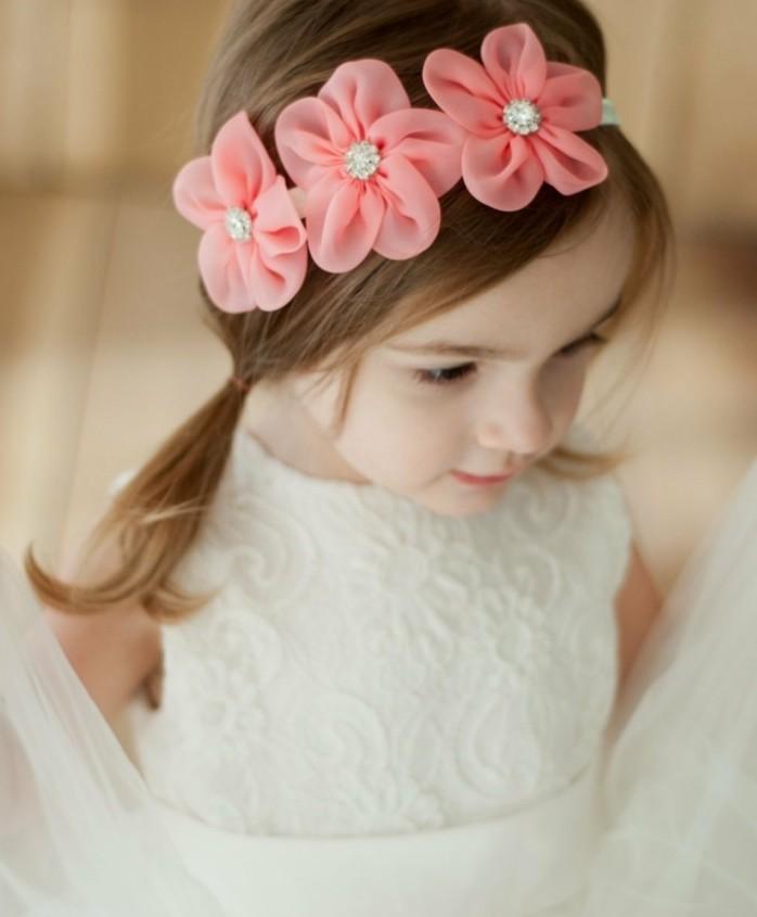 coiffure-bebe-fille-avec-deux-queues-de-cheval-idee-magnifique-pour-une-fille-aux-cheveux-fins