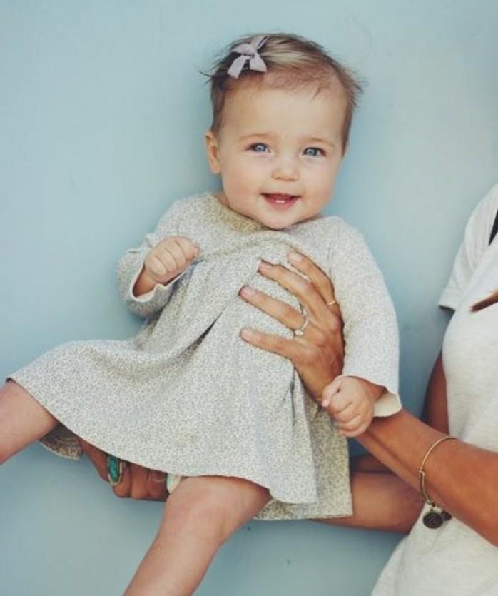 coiffure-bebe-fille-idee-magnifique-pour-votre-petite-princesse