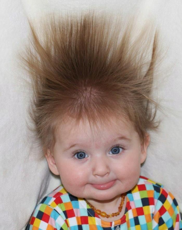 coiffure-bebe-marrante-cheveux-bebe-herisses