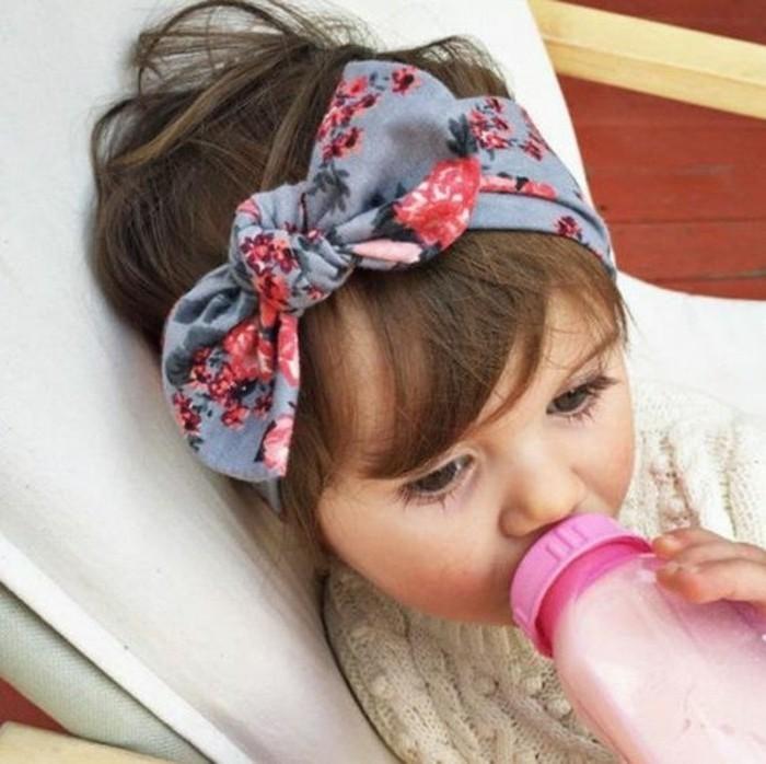 coiffure-bebe-tres-joli-bandeau-de-tete-idee-excellente-pour-votre-fille