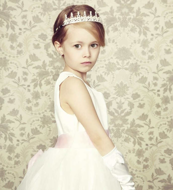 coiffure-communion-a-couper-le-souffle-look-de-princesse-jolie-diademe