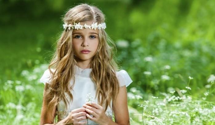 coiffure-communion-simple-et-rapide-cheveux-legerement-boucles-superbe-couronne