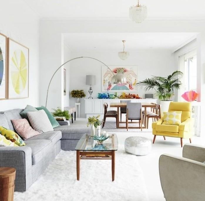 coin-cosy-et-accueillant-couleur-peinture-salon-blanc-et-canape-gris-tapis-blanc-plusieurs-couleurs-style-boho