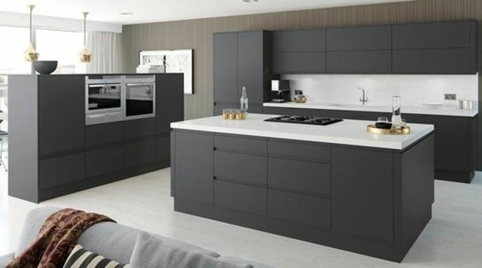 coin-cuisine-spacieux-cuisine-gris-anthracite-équipée-plan-de-travail-blanc-deco-sobre-et-austere