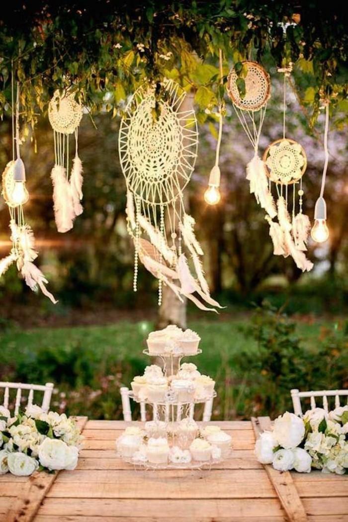 comfortable-mariage-boheme-chic-idee-mariee-bouquet-cupcakes