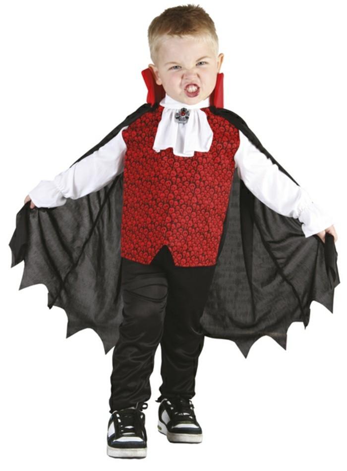 costume-enfant-petit-vampire-rue-de-la-fete-halloween-resized