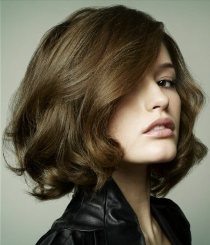 Couleur brune cheveux court