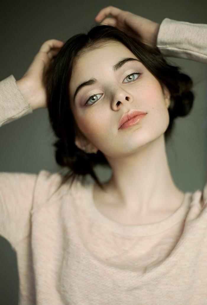 couleur-de-cheveux-marron-glace-cheveux-chatain-idee-couleur-yeux-verts