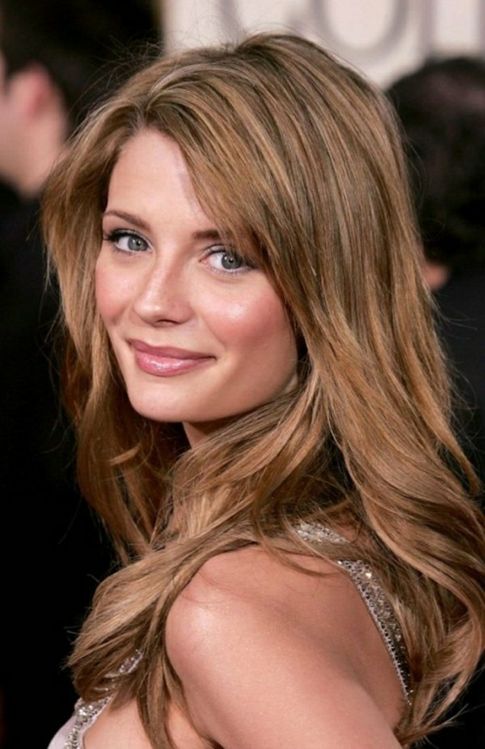 La couleur de cheveux marron glacé avec des reflets en châtain clair ...