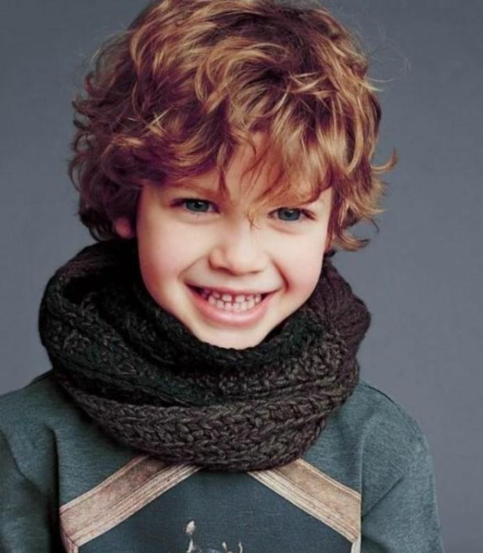 coupe-garcon-pour-un-petit-bambin-aux-cheveux-roux-coiffure-garcon-effet-decoiffe