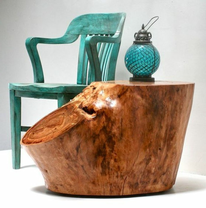 creation-en-bois-flotte-detail-chaise-en-bleu-lampe