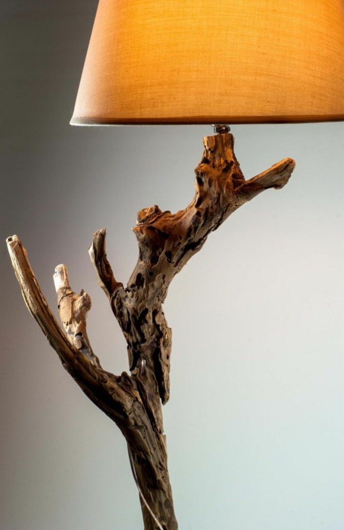 creation-en-bois-flotte-materiaux-nature-lampe-lumiere