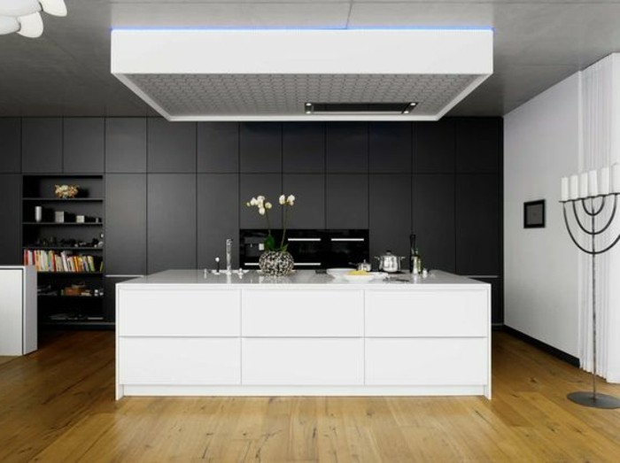 cuisine-equipee-couleur-anthracite-couleur-peinture-blanche-ilot-de-cuisine-blanc-sol-stratifie-cuisine-moderne