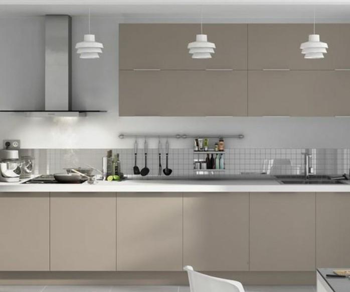 cuisine-blanche-et-grise-meuble-de-cuisine-couleur-gris-taupe-et-cuisine-moderne-decor-sobre