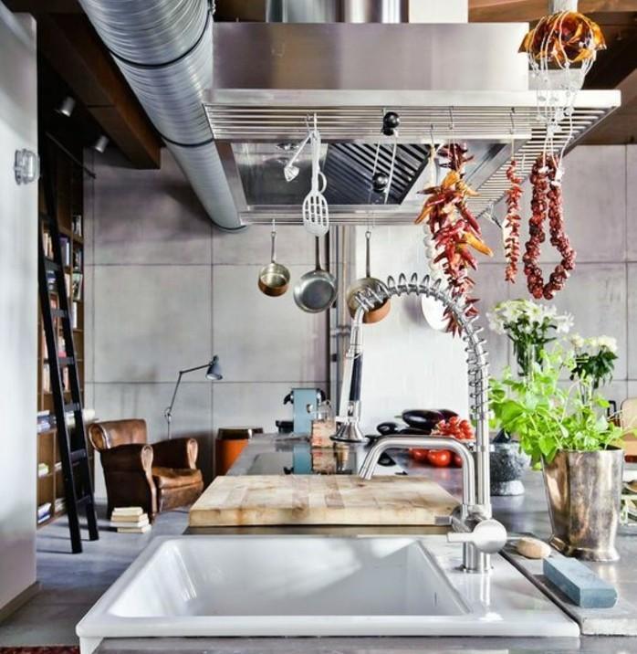 cuisine-en-gris-elements-deco-industrielle-plan-de-travail-granit-abodnaces-des-details-industriels