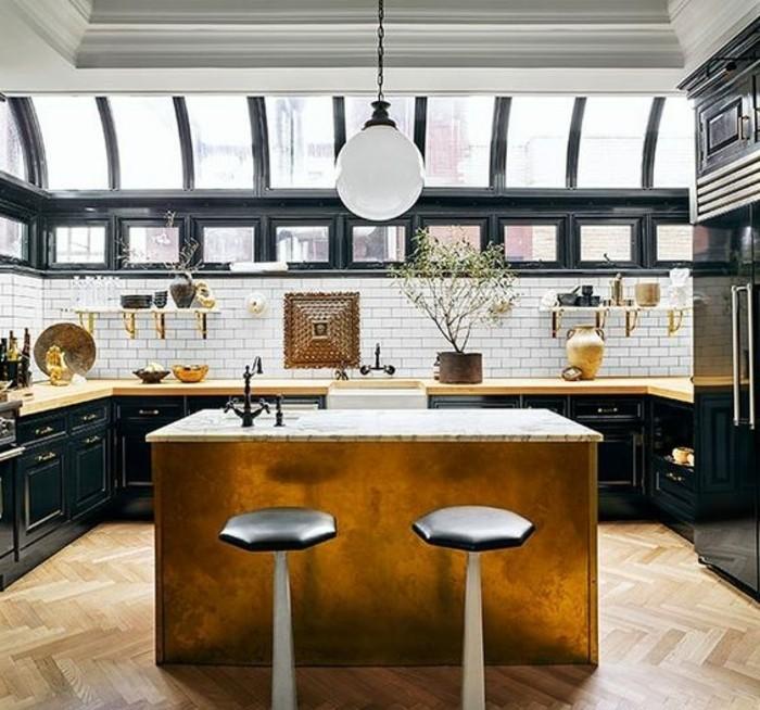 cuisine-equipee-ilot-avec-chaises-hautes-lampe-style-moderne