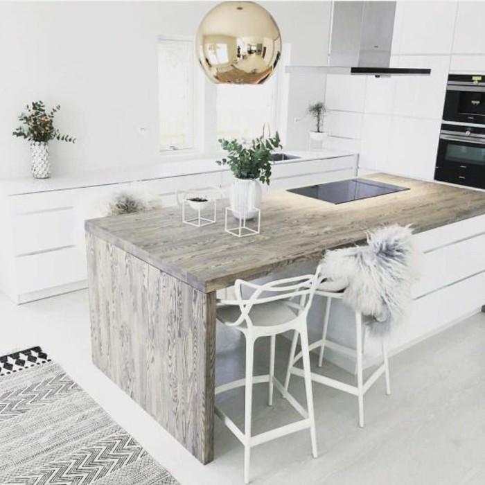 cuisine-equipee-ilot-fleurs-lampe-chaises