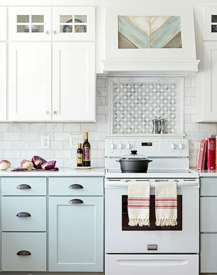cuisine-equipee-outillage-en-blanc-cuisiniere-placards