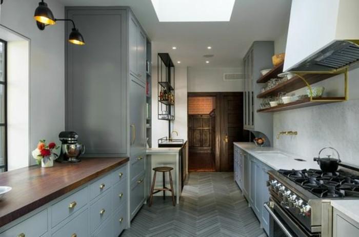 cuisine-equipee-salle-en-gris-outillage