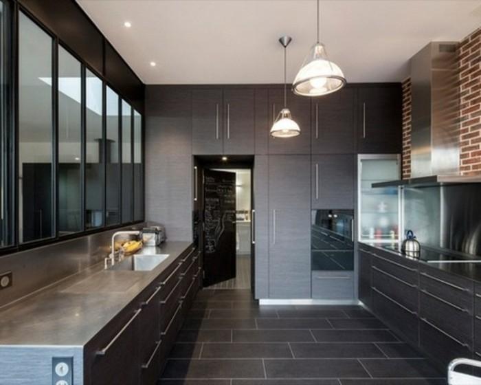 cuisine-gris-anthracite-differentes-nuances-du-gris-mur-en-briques-qui-conferent-un-look-industriel-a-la-cuisine
