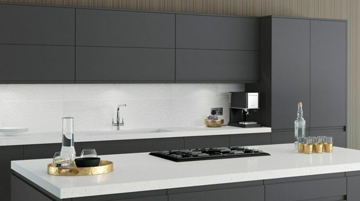 cuisine-grise-facade-cuisine-anthracite-plan-de-travail-et-credence-blancs-suggestion-cuisine-style-sobre
