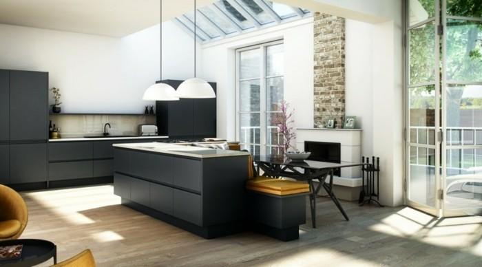cuisine-grise-meuble-cuisine-gris-anthracite-plan-de-travail-blanc-peinture-murale-blanche-cheminee-ambiance-cosy