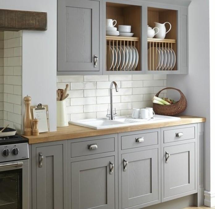 cuisine-joliment-arrangee-exemple-de-cuisine-blanche-et-grise-meuble-cuisine-taupe-et-carrelage-blanc-en-parfaite-harmonie