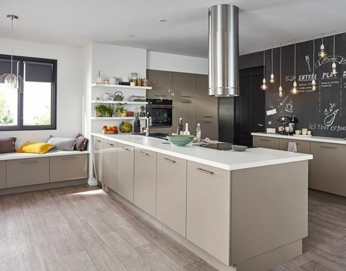 Cuisine Jaune Et Marron Ikea : cuisinemoderneetaccueillantecuisinetaupeavecdeselementsblancs