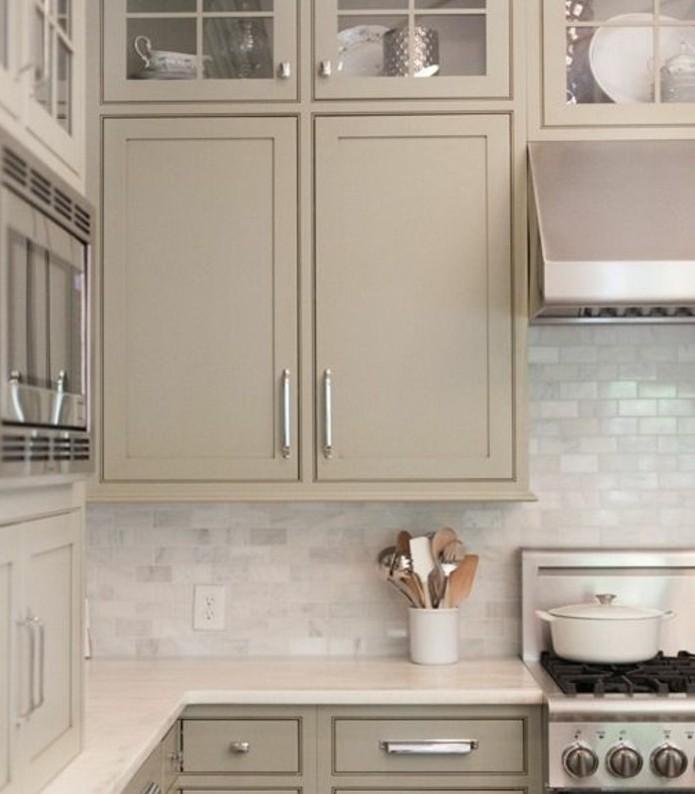 cuisine-taupe-coleur-neutre-naturelle-magnifique-idee-comment-repeindre-ses-meubles-cuisine-en-couleur-gris-taupe