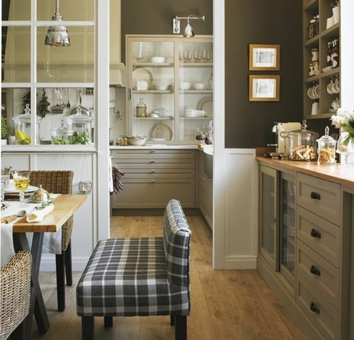 cuisine-taupe-et-marron-associe-dans-une-joli-melange-couleur-mur-cuisine-marron-et-meuble-cuisine-taupe-cuisine-rustique