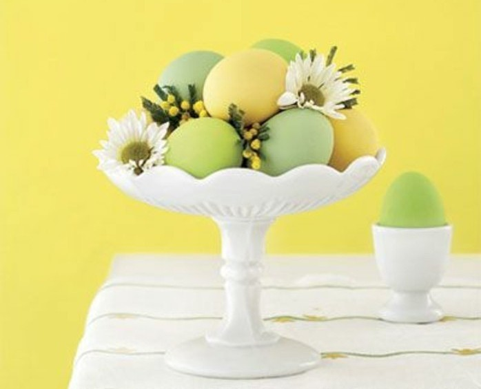 deco-de-paques-extremement-jolie-coupe-a-oeufs-quelques-fleurs-douces