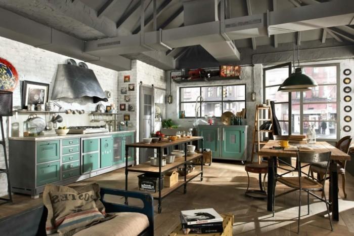 deco-industrielle-en-acier-et-bois-cuisine-moderne-meubles-industriels-et-decor-surcharge-petites-touches-vertes