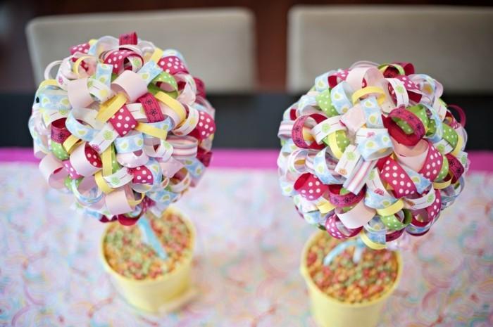 deco-paques-extraordinaire-petits-arbres-multicolores-en-papier